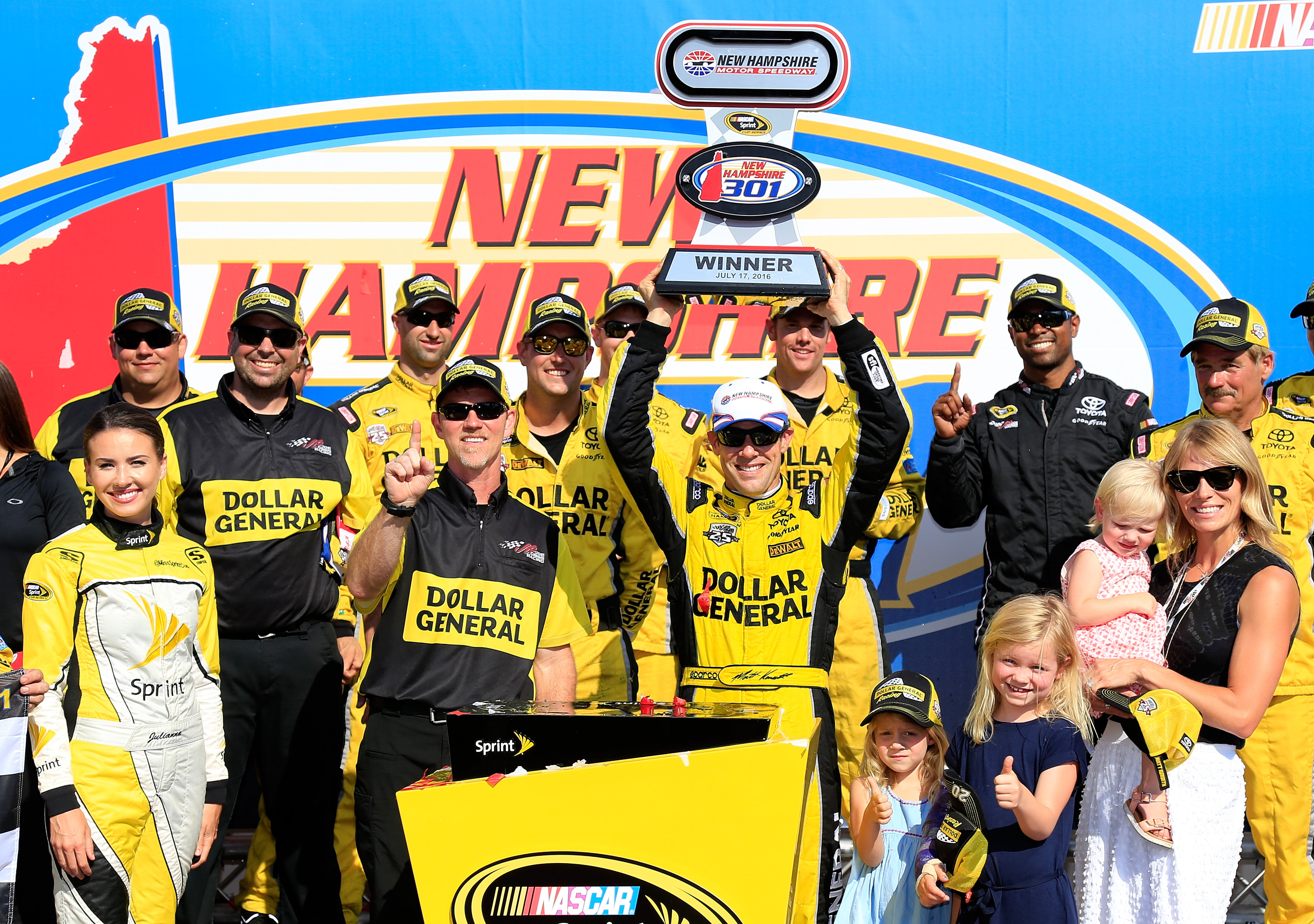 Kenseth battles to front for win at New Hampshire