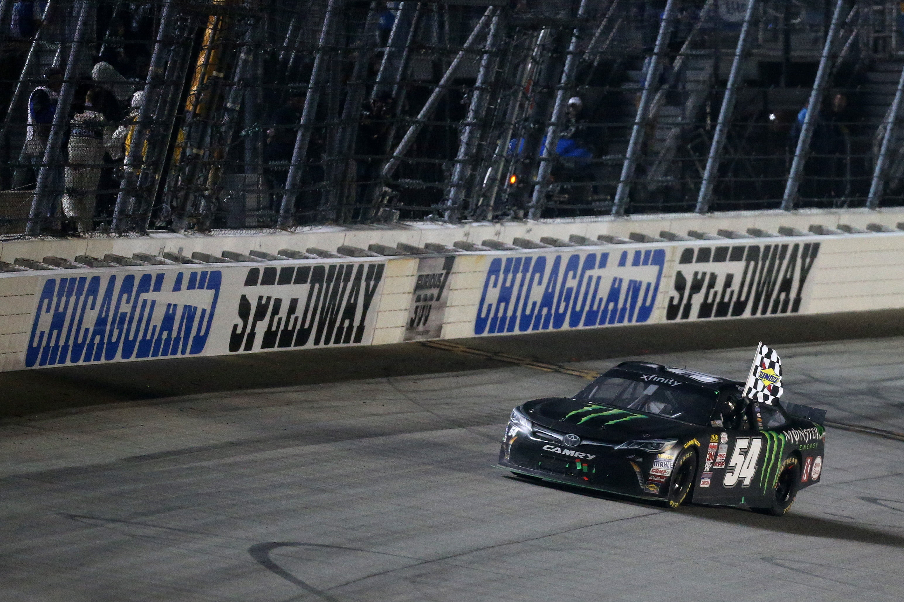 Kyle Busch outruns teammate Matt Kenseth for Chicagoland XFINITY win